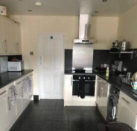 FURNISHED DOUBLE ROOM - ALL BILLS INCLUDED - POOLE LOCATION
