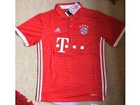 Bayern Munich 2016/17 Football Shirt (Large)