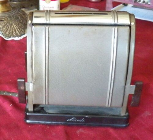 ANTIQUE TOASTER, ELECTRIC MIRACLE, 2 SLICE MANUAL TOASTER, WITH PLASTIC KNOBS