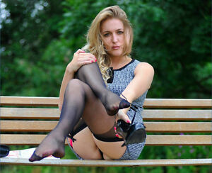 Gillian Anderson 11x8 photo #5