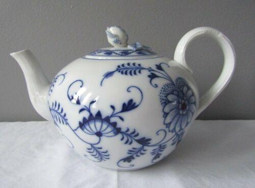 Meissen Germany Blue Onion Pattern Porcelain Teapot c.1945-1955