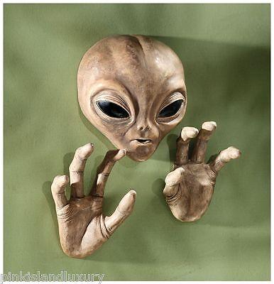 EXTRA TERRESTRIAL ROSWELL ALIEN ET UFO HEAD HAND WALL SCULPTURE Halloween Statue