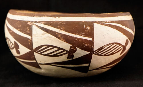 Old Acoma Pottery Bowl with Fish Design