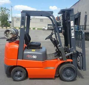 2011 chariot elevateur 6000 Lbs usage mat 3 section SID SHIFT forklift comme neuf . lift cat toyota et ... disponible