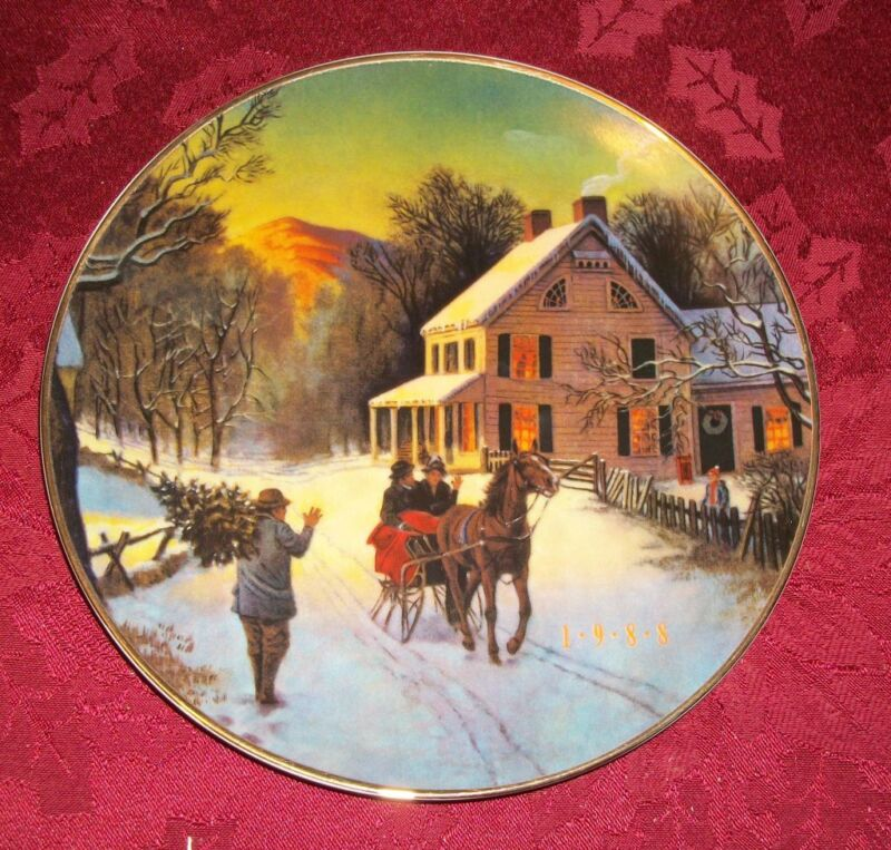 """Avon Christmas Plate """"Home For the Holidays"""" -22k Gold Trim 1988, 8""""D"""