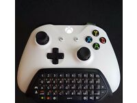 Xbox One S White wireless control pad & Official Microsoft chatpad