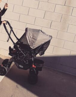 Steelcraft Acclaim pram, barely used GREAT CONDITION