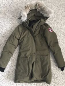 Canada Goose Women's Size Small