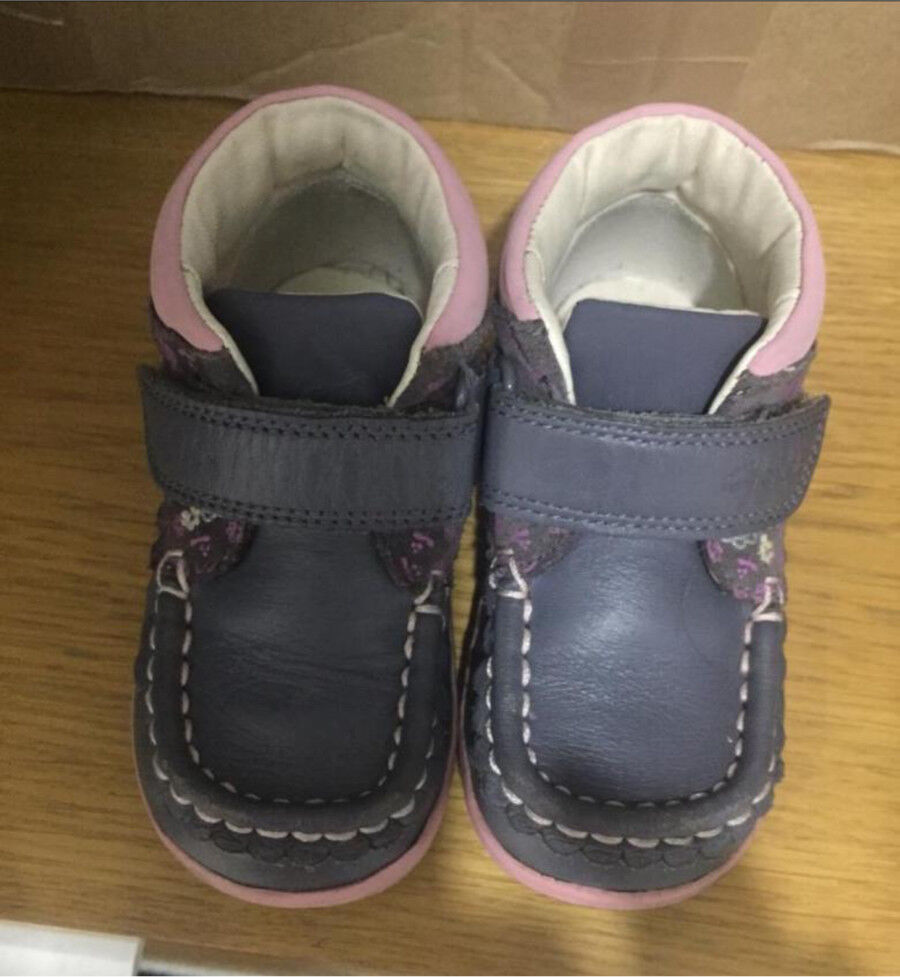 9e7eee585 Girls Clarks shoes - size 6f