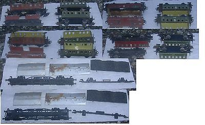Konvolut 4 St. Eisenbahn Wagen Waggon Märklin Blech Metall  Ersatzteile alt