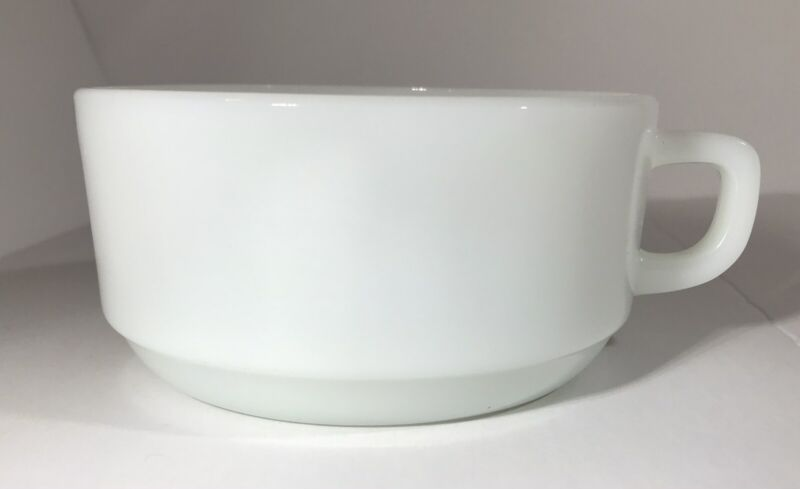 ❇️ANCHOR HOCKING FIRE KING White Milk Glass Oven Proof Soup/Chili Bowl D handle