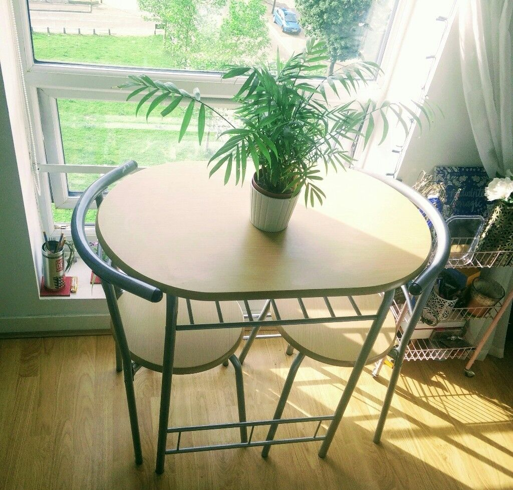 Dining Table Ideal For Small Spaces