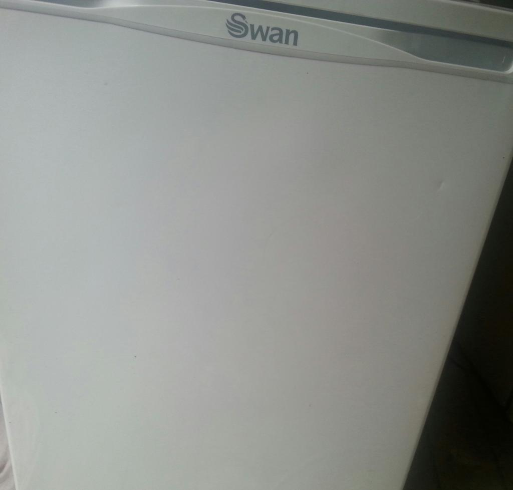 swan fridge good condition tidy can deliver phone up for delivery thanks
