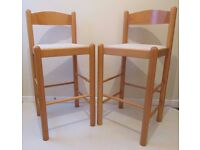 Set of 2 bar stools in a good condition, kitchen furniture chairs decor, wooden