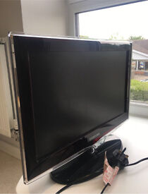 Samsung 22 inch TV great condition! (With remote)