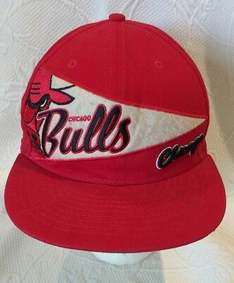 VINTAGE CHICAGO BULLS RED EMBROIDERED SPELLOUT WINDY CITY SNAPBACK HAT CAP