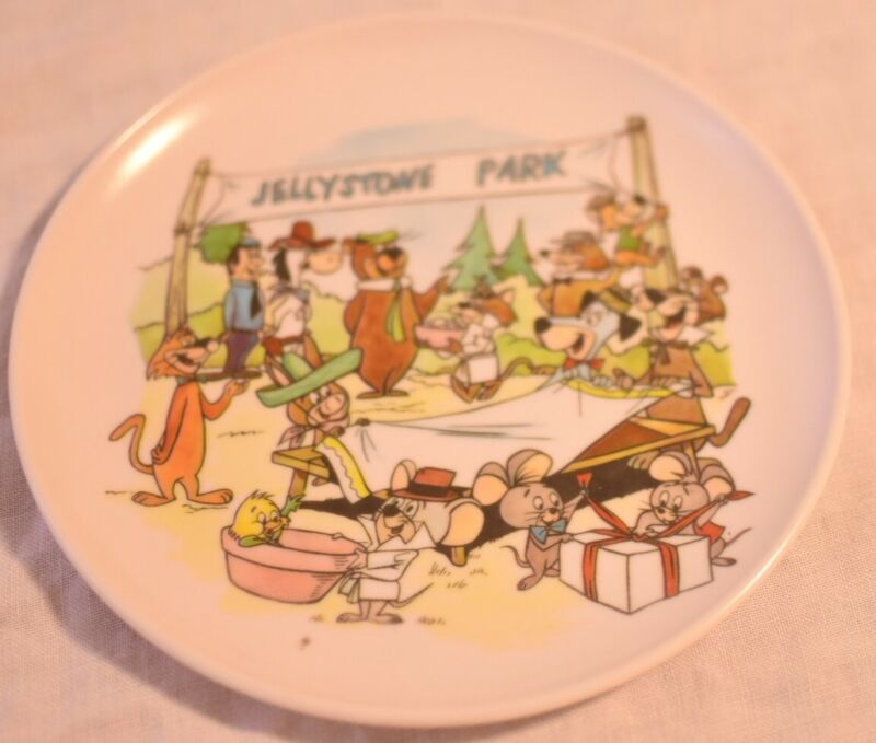 VTG TV Melmac Jellystone Park Yogi BearHanna Barbera Characters Plate