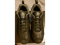 Brand new magnum classic shoes size 10