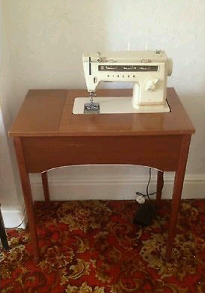 MAKE ME AN OFFER Singer 40 40s Sewing Machine With Table Vintage Inspiration 1970s Singer Sewing Machine