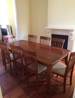Beautiful Oak Wood 8 Seater Dining Table