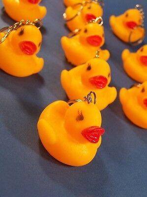 süße Quietscheente Schlüsselanhänger gelbe Gummi-Ente Entchen Badeente