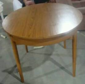 Schreiber dining table