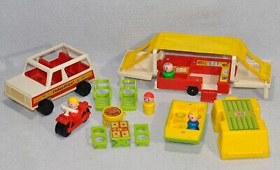 Vintage Fisher Price Little People Pop-Up Camper/Jeep/Boat Complete Set 992 0520