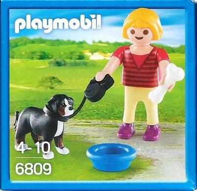 6809 - Fillette avec chien, os et bol