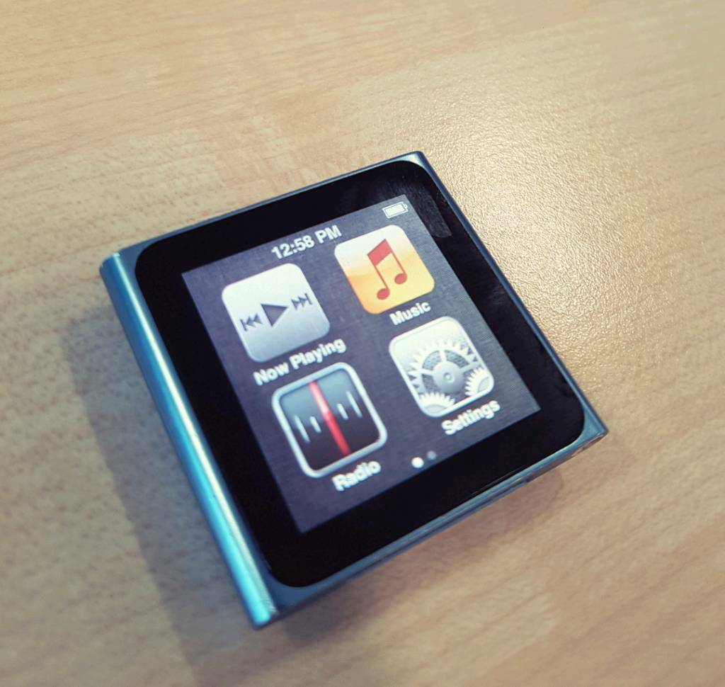 Apple iPod nano 6th Generation Blue (8GB) - Bundle