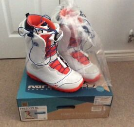 New Mens Snowboard Boots. New in Box.
