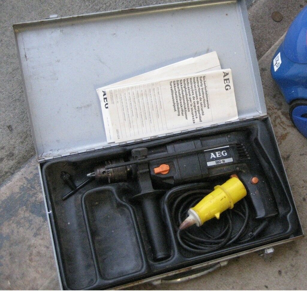 Tools 110v HAMMER DRILL AND CARRY CASE