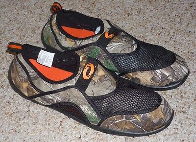 73ef174d6303 MENS SIZE 10 CAMO REALTREE AQUA SOCKS   WATER SHOES - BRAND NEW