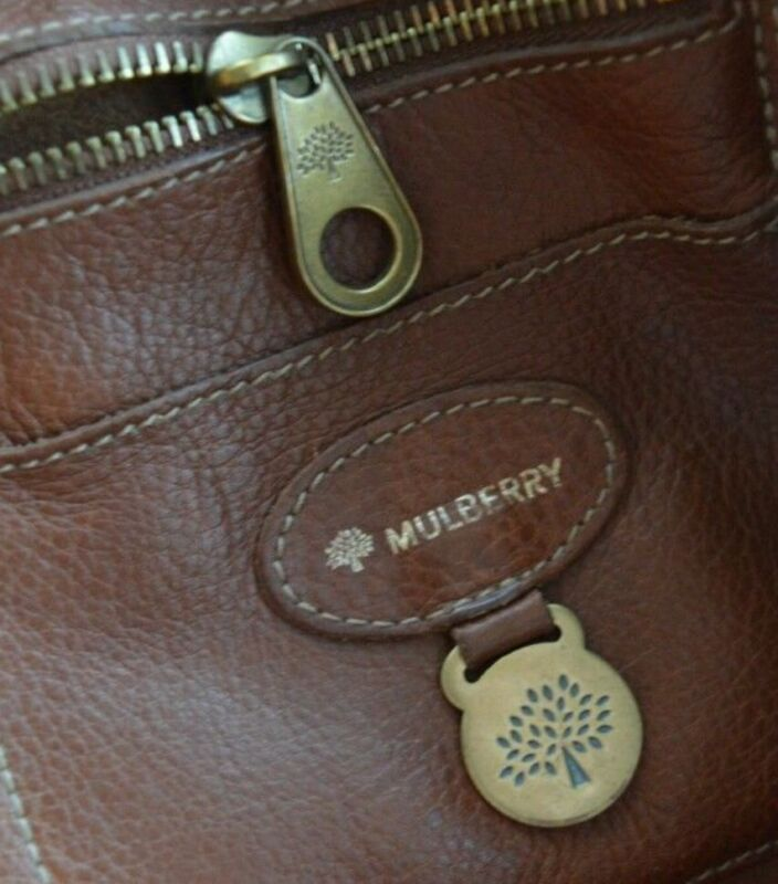 Look at the stitching on this authentic mulberry bag...no faults at all.