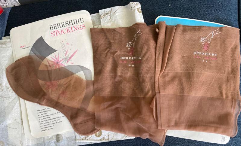 2 Pairs Vintage BERKSHIRE SEAMED NYLON STOCKINGS 9 15-60