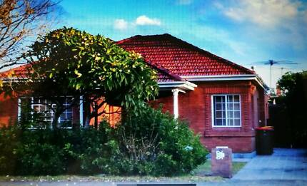 3bedrooms house 500m to the beach