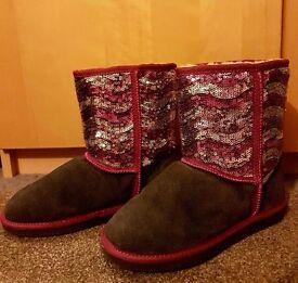 Sheepskin boots size 3