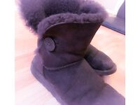 BAILEY BUTTON UGG BOOTS SIZE 6/7
