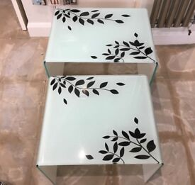 Nest of 2 glass tables - Good condition!