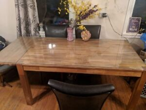 Beautiful Solid Wood Dining Room Table plus 6 Chairs