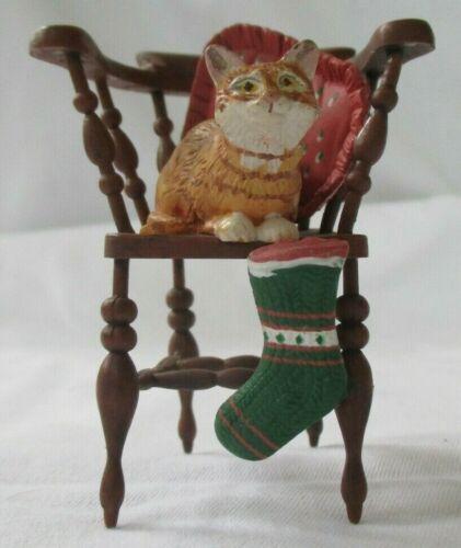 ENESCO IVORY CATS HOLIDAY ORNAMENT WITH STOCKING - NO TIN