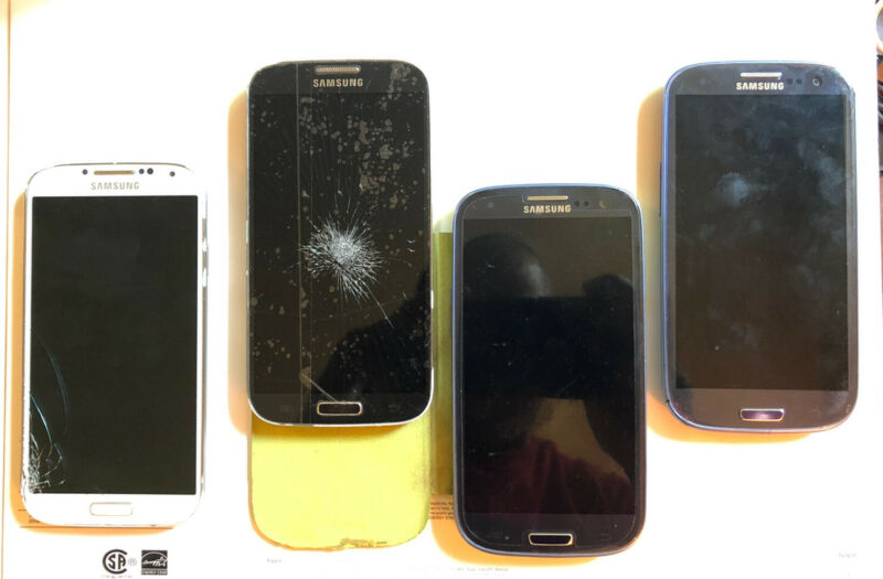 Samsung Galaxy S3 / S4 Lot -AS IS-