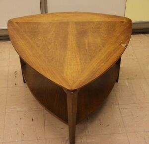 Vintage Lane Acclaim Guitar Pick Triangle End Side Table Mid Century Modern  60 S