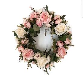 Beautiful NEW hanging Wreath Garland
