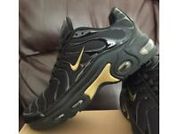 BRAND NEW NIKE AIRMAX TNS BLACK AND GOLD SIZE 6-11 WOMENS MANS KIDS VAPORMAX ANY COLOUR DESIGN A58