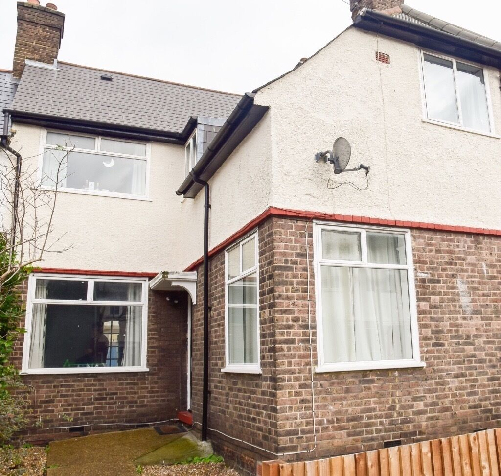 We are please to offer this fantastic four double bedroom 2 bathrooms 1 reception house/with garden
