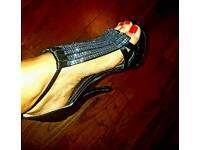 Black crystal comfortable sandles