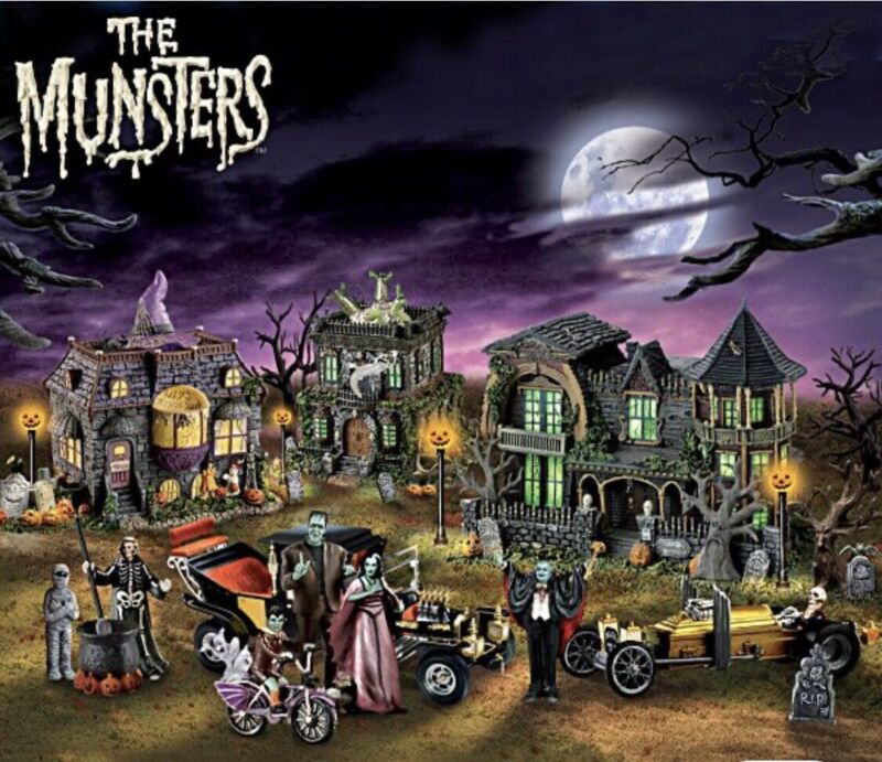 (10) 2006 Hawthorne Village THE MUNSTERS HALLOWEEN Collection Lot
