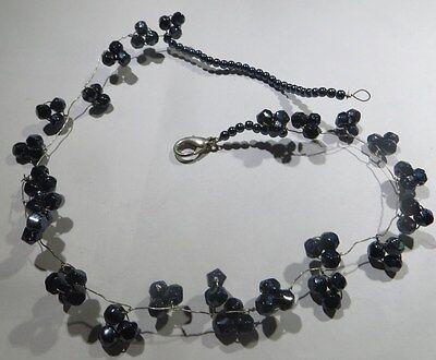 Collier rigide ras du cou avec perles irisées hématites et perles ciselées bleu
