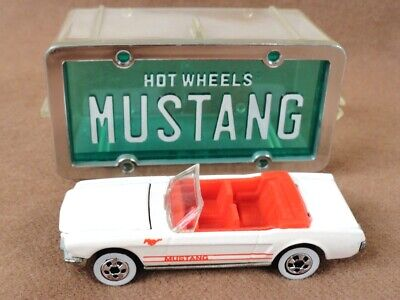 vintage 1990 Hot Wheels car ~ '65 MUSTANG convertible - Park N Plates w/case