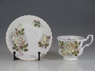marked 1962 bone china Vintage Royal Albert  Old country roses round leaded sugar bowl